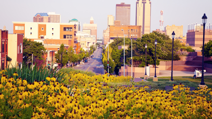 Morning in Des Moines, Iowa. A display of the skyline.