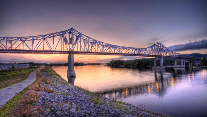 A bridge stretching over the Mississippi.