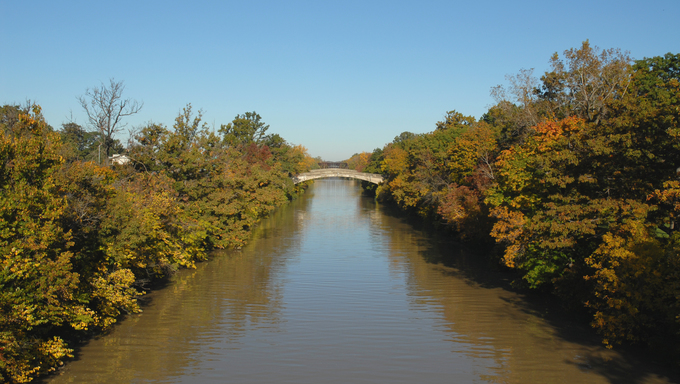 Autumn colors on the Genesee River, Rochester, New York.