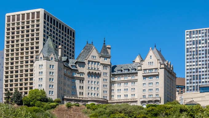Built in 1915, this is Edmonton's most famous landmark hotel along the Saskatchewan river.