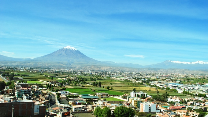 Overlook of Arequipa, Peru with the mountain in the background.