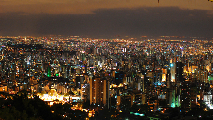 A view of Belo Horizonte by night.