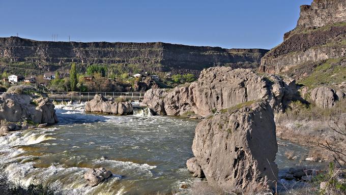 The Snake river neat Twin Falls, Idaho at the top of Shoshone Falls.