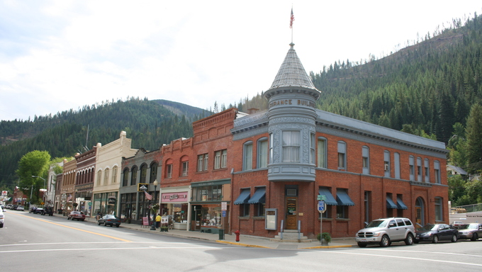 A building and street corner in a small town called Wallace, which is located near Twin Falls.