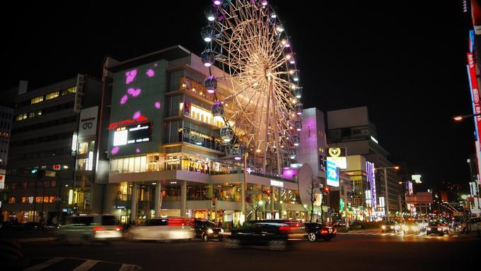 A ferris wheel in Nagoya at night.