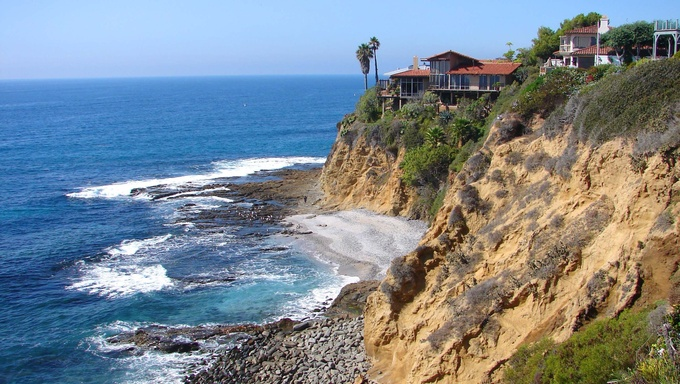 Beautiful cliffs at Laguna Beach in Irvine, California.