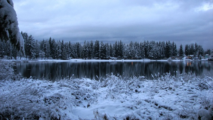 The amazing frozen Silver lake in Everett duirng winter.