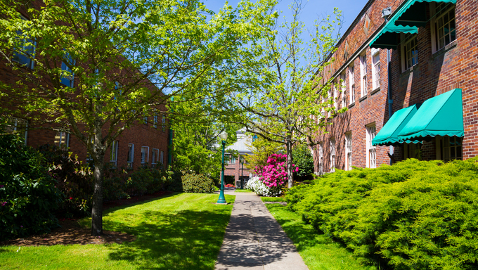 Walkway between two buildings at the University of Oregon on a warm Spring.