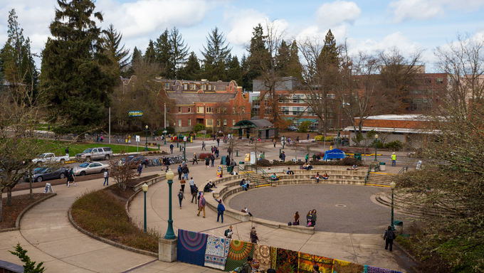 Busy campus with students walking to class at the University of Oregon in the winter.