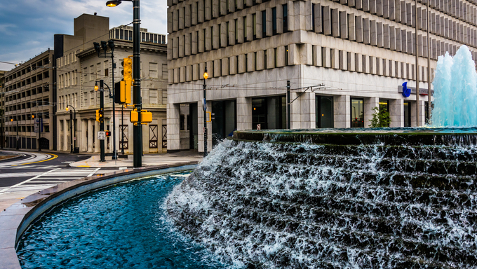 Fountains and buildings at Woodruff Park in downtown Atlanta, Georgia.