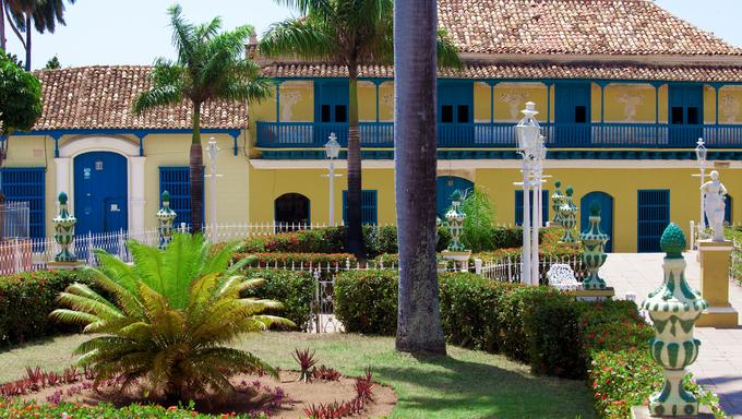 Paint gallery Casa-De-Rafael-Ortis, Trinidad, Cuba