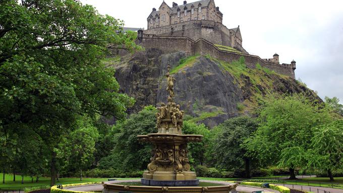 Edinburgh Castle, Scotland, from Princes Street Gardens, with the Ross Fountain, GB