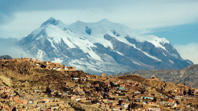 A huge mountain seen from the border of La Paz.