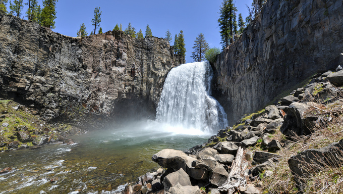 Rainbow Falls at Devil's Postpile National Monument