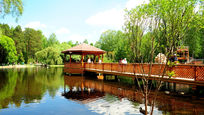 A lake in the Novosibirsk Zoo.