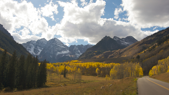 Road to Maroon Bells and Maroon Lake in Aspen, Colorado.
