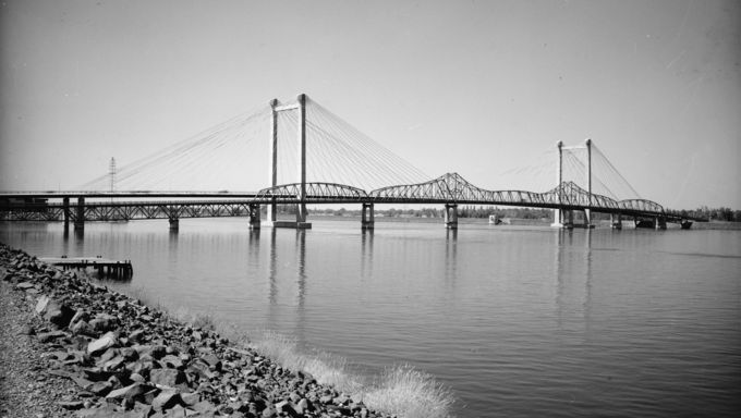Kennewick Bridge and Ed Hendler Bridge.