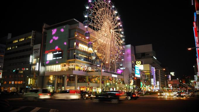 A ferris wheel in Nagoya at night.