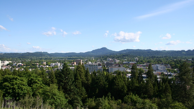 A view spanning over Eugene Oregon from Skinner Butte.