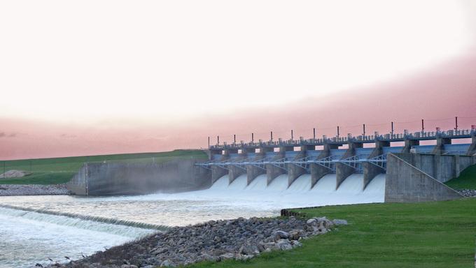 A shot of the dam at Lake Livingston.