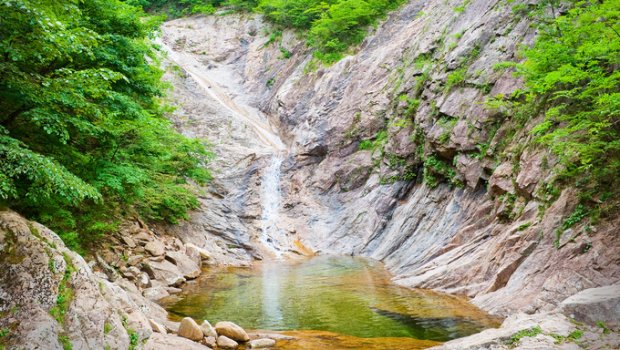 One of the many gorgeous waterfalls at Seoraksan National Park.
