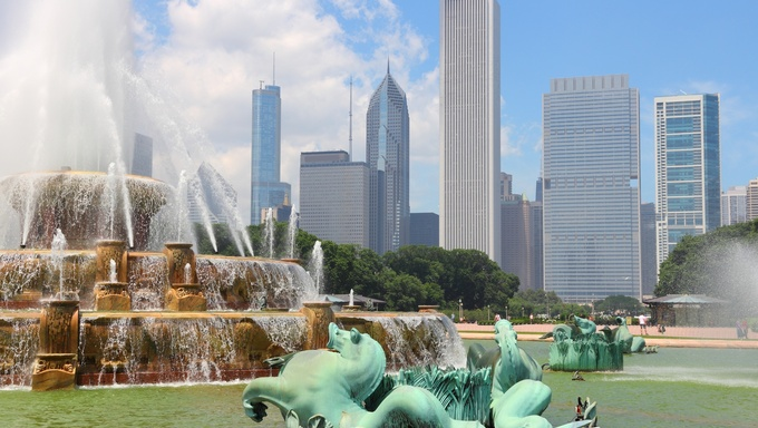 Chicago, Illinois in the United States. City skyline with Buckingham Fountain.