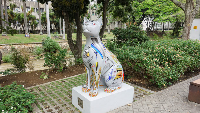 CALI, COLOMBIA  OCTOBER 12, 2014: Las Gatas are many open air sculpturs of cats by artist Ernando Tejada placed in public parks
